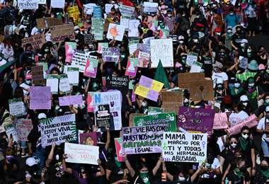 Activistas tomaron las calles de El Salvador este domingo. Foto AFP