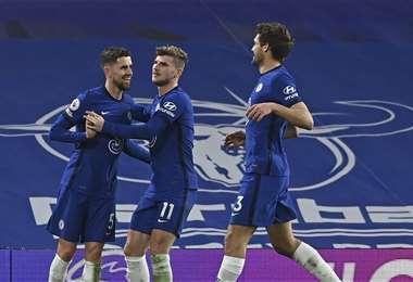 Los jugadores del Chelsea celebrando el triunfo. Foto: AFP
