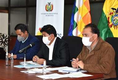 Montaño, ministro de Obras Públicas en conferencia de prensa/Foto: ABI