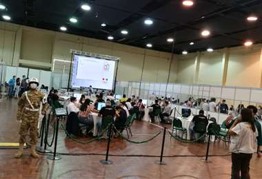 El TED avanza con el conteo de votos en la Fespocruz. Foto: F. Landívar