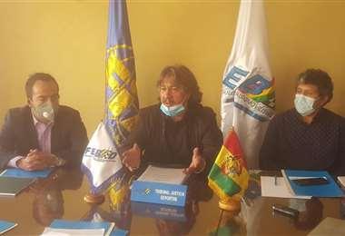 Orlando Careaga (c.), presidente de la Febad. Foto: Prensa Febad