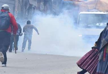 La gasificación en Kalajahuira dispersó la marcha de mujeres (Foto: APG Noticias)