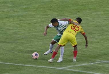 Palmaflor y Oriente juegan en el Félix Capriles. Foto: APG