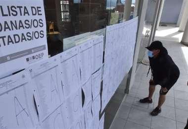 Pocos ciudadanos acudían a los centros de votación en La Paz (Foto: APG Noticias)