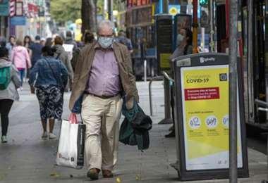 Adulto mayor en las calles de Dublín