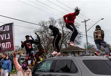 El hecho desató la protesta en las calles. Foto AFP