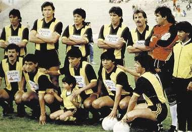 Eligio Martínez, segundo de la izquierda, en uno de los Tigres