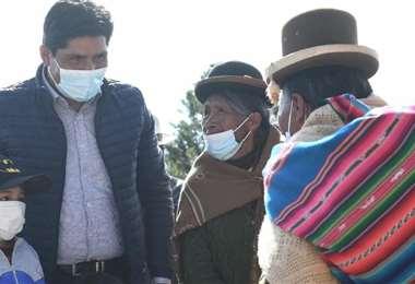 El candidato oficialista paseó con su familia en el área rural (Foto:  APG Noticias)