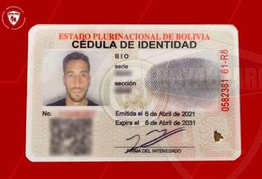 El carné de Boliviano del volante Luciano Ursino. Foto: club Royal P.
