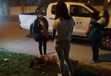 Personal de la Defensoría rescató al bebé en la Pampa de la Isla. Foto. Prensa Alcaldía