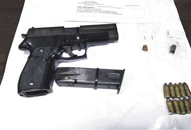 El arma de fuego encontrada en manos del sujeto