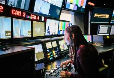 Televisa y Univisión  son las dos mayores cadenas de televisión de habla hispana