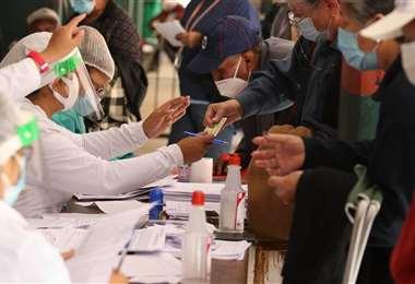 Foto APG: Pruebas realizadas a pacientes en Bolivia