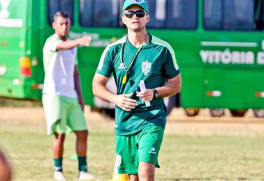 Joaquín Monaterio dirigió el año pasado un equipo brasileño. Foto: ELDEBER