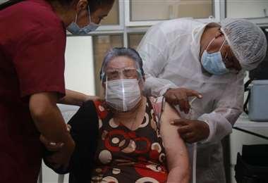 Foto Juan Carlos Torrejón: vacunación a mayores de 80 años en la ciudad