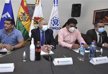 Fernando Costa (segundo de la izq.), presidente de la FBF. Foto: APG