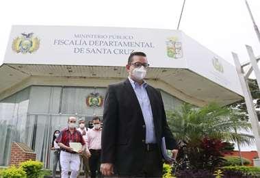 Ortiz abandonó la Fiscalía antes de mediodía. Foto: Juan Carlos Torrejón