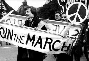 . Imagen de la marcha de 1958 donde se estrenó el símbolo