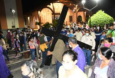 Foto Huber Vaca: Procesión de las 15 estaciones en Pailón