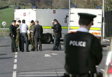 Hallan una bomba bajo el coche de mujer policía