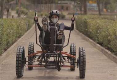 Vehículo Rover construído por estudiantes de la UCB. Foto: Captura pantalla