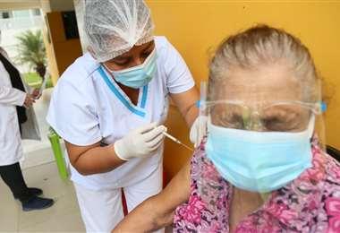 Foto Jorge Ibáñez: más de mil personas se vacunaron este martes