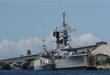 Barcos de la armada se suman a la búsqueda. Foto AFP