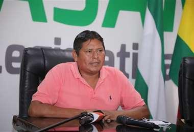 El asambleísta indígena Roberto Urañavi exige respeto a los pueblos indígenas.