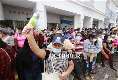Gremiales cercan la alcaldía y exigen reunión con autoridades. Foto: JC. Torrejón