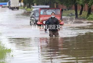 La lluvia afectó a numerosos transeuntes en la ciudad. Foto: J. Ibáñez