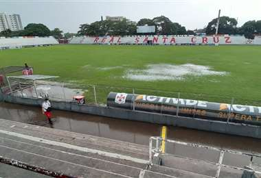 Así luce la cancha del estadio Real Santa Cruz. Foto: Fuad Landívar