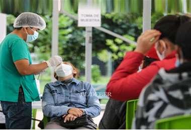 Se reportaron más de 10.000 casos positivos en las pruebas de detección. Foto: Harold Vaca