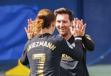 El festejo de Griezmann con Messi, jugadores del Barcelona. Foto: AFP