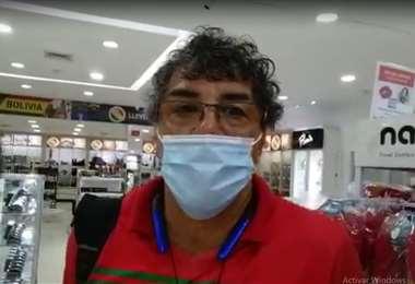 Andrada en el aeropuerto de Viru Viru antes de viajar a Brasil. Foto: Captura de pantalla
