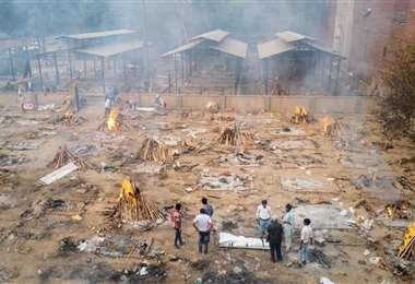 Así son los campos de cremación en Nueva Dheli. Foto. AFP