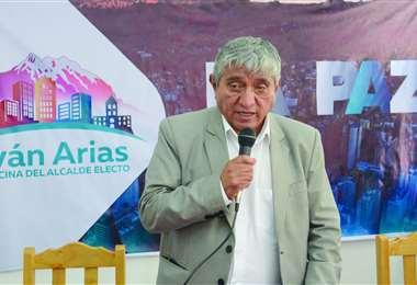 Arias sostuvo que no planea salir del país, puesto que tiene que trabajar por La Paz