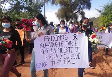 Por reclamo de justicia, bloquean carretera a los Valles. Foto: Redes Sociales
