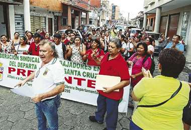 Robert Hurtado lidera una marcha anterior del sector salud. Foto: Archivo