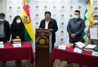 El Ministro Huanca, presentando la denuncia/Foto:ABI