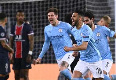 El Manchester City festeja la remontada que logró en París. Foto: AFP