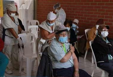Actualmente, se vacuna en 18 centros en Santa Cruz. Foto: Juan Carlos Torrejón