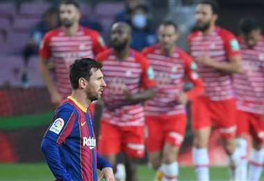 La cara de asombro de Lionel Messi debido a la derrota ante el Granada. Foto: AFP