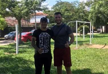 Molina y Suárez, en los últimos preparativos de su escuela de fútbol. Foto: Los Lobos