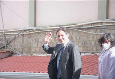 Salvador Romero presentó su renuncia al TSE. Foto: APG
