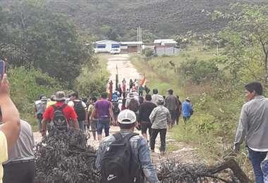 Así protestaron los pobladores ante los incumplimientos de la empresa Eebol (Foto: Erbol)
