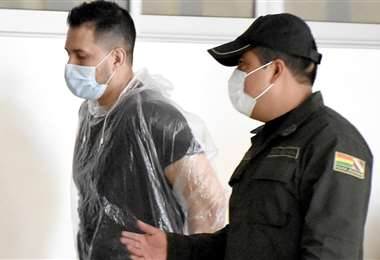 Foto Opinión: Jorge Sneyder llegando a su juicio que fue suspendido