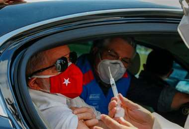 Lula momentos antes de recibir la segunda dosis de la vacuna contra el Covid-19/AFP