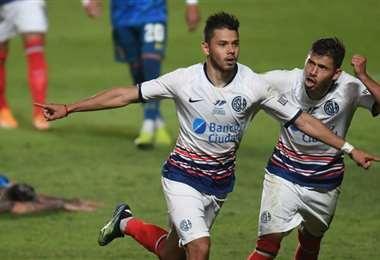 Ángel Romero celebra el gol que marcó en los minutos de descuento. Foto: Internet