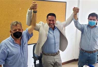 Cronenbold (c.), Bendek (izq.) y Bello denunciaron irregularidades. Foto: Internet