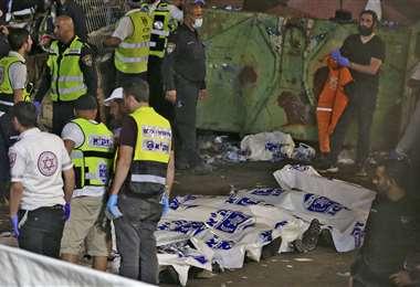 Una barrera metálica que se rompió por la multitud y varios se aplastaron